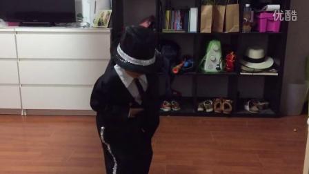 3岁宝宝模仿迈克尔杰克逊