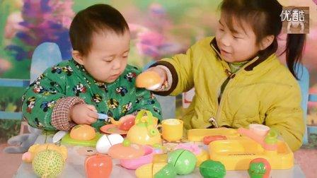 玩具车超级飞侠水果切切看之两个小朋友过家家做饭吃【11】