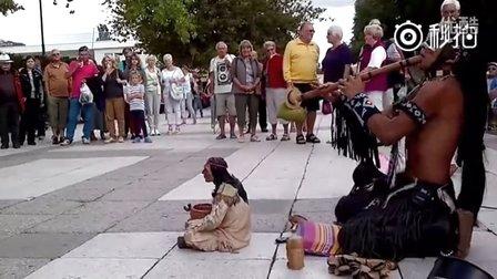 印第安艺术家街头表演《最后的莫西干人》的原声 什么歌曲来的