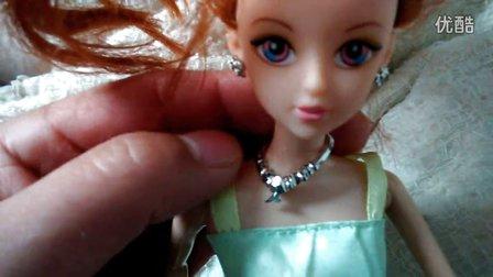 宝贝玩转芭比娃娃