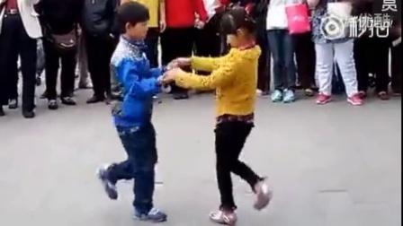秋月星辰视频____可爱小孩舞蹈