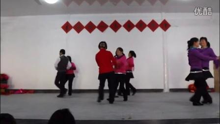 庄源村广场舞队双人舞