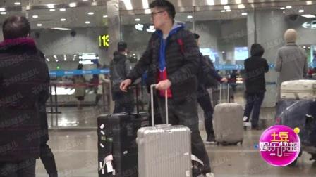 独家八卦:林允住冯绍峰公寓疑似同居 不停刷手机隔空传情