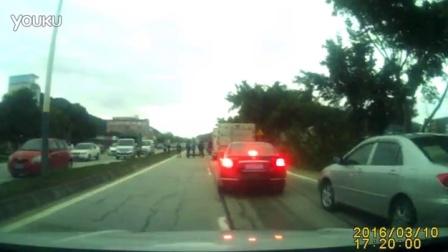 路上见到车祸