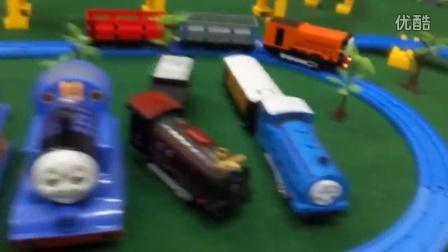 165【欢乐小火车】托马斯 粉红猪和他的小伙伴们 电动轨道小火车