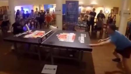 逗比男乒乓桌上的对决