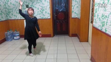 红衣广场舞  《风儿带走我的情》 演示:红衣