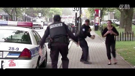 笑死不偿命:恶搞!警察枪走火吓坏路人