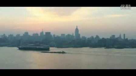 时间快速流逝的城市码头风景 航拍城市江上船只快速驶过...