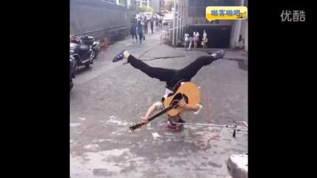 偶遇一流浪歌手用这种方式唱歌