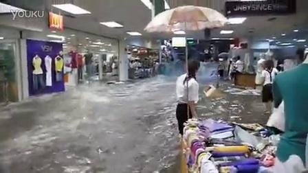 湖南某地区涨水冲走商场