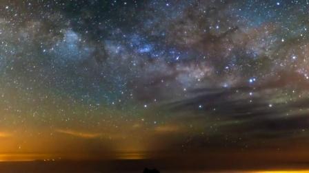 梦幻般绚丽闪闪星光浮云飘游灿烂星空唯美变化动态背景视频素材