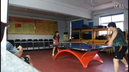于丽莹和郭志辉车站打球