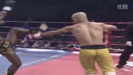 澳洲拳手斥中国功夫软脚蟹 遭一龙百秒KO