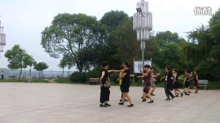 【拍客】晨练:老年双人舞