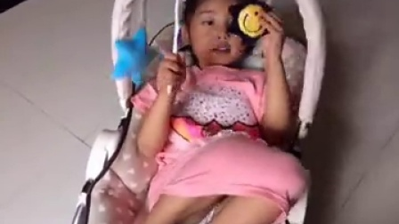 涵宝霸占妹妹的摇椅😢