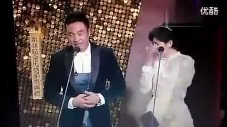 陈妍希大庭广众之下向自己的偶像刘德华示爱,场面有点尴尬