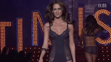 2Intimissimi lingerie runway fashion show