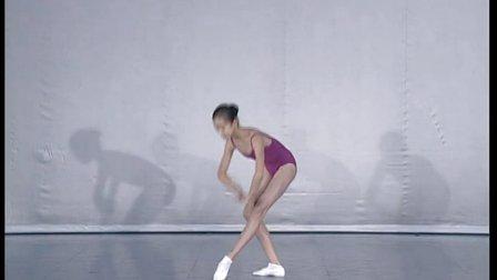 北舞附中古典舞舞蹈基础基本功示例课女班第1学期1 头、推手拉肩的训练