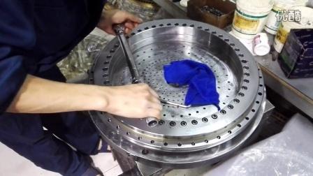 模拟实际工况拧紧螺栓-YRT转台轴承摩擦力矩测试实况