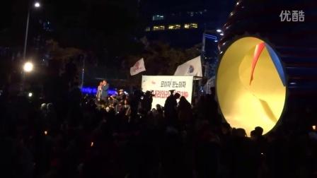 高喊朴槿惠下台的烛光集会