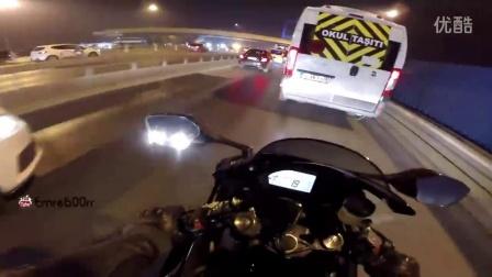 作死超车 摩托车极限超车最高跑170