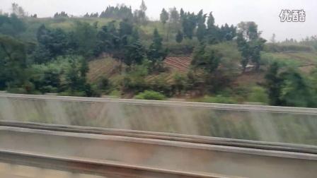 成渝高铁运转:G8681次列车飞驰中