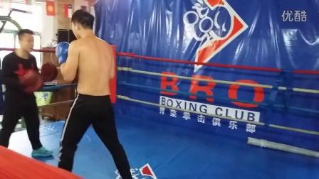 全运冠军李超指导搏荣张成博贴身近战2 备战拳力联盟金腰带战