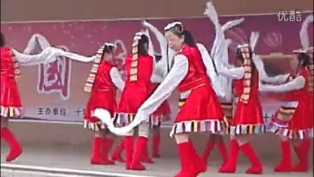 《美丽的雪山姑娘》表演:XX舞蹈队