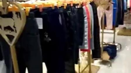 汇聚国际国内一二线品牌童装,长期与一线高端品牌厂家合作,不走底端品牌,确保高品质。真城欢迎各地老板前来看货订货。联系电话《微信》:13570071743