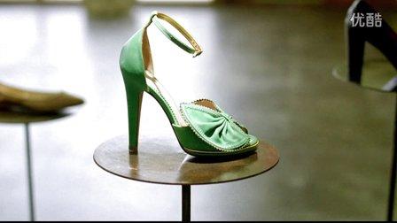 Discover Card Cash Back Bonus Woman Considers Shoes  2009 TV Commercial