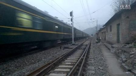 客车K2058阳平关四道通过
