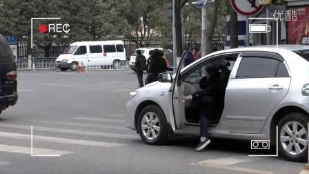 第三期 昆明 小禹恶搞之开车不注意路况的司机
