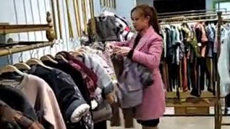 品牌童装折扣货源批发,《熙熙布衣》系列走份出货。每件衣服都是精品哦,都是加绒的哦