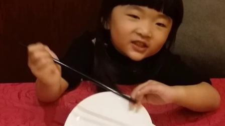 刘王楚楚在玩口技?