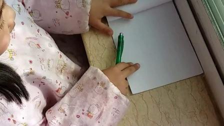 刘王楚楚在写自己的名字!