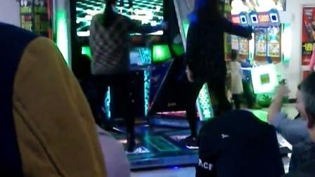 (电玩城中神奇的舞蹈)和不知道哪来的四川话。。。。贼吊