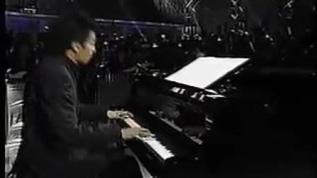 哥哥張國榮在日本廣島演唱-追
