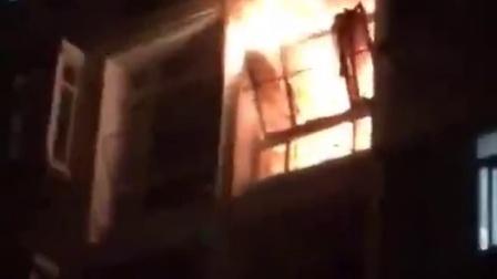 浙江传媒寝室失火 窗户火势汹涌 火舌不断蹿出!