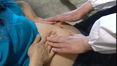孕妈抚摸互动,爱意融