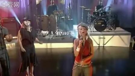 Christina_Aguilera--Impossible_(Live_T4)