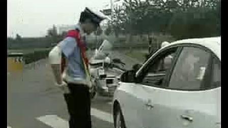 让警察发疯的极品女司机.avi