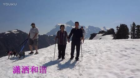 少年夫妻老来伴66岁老夫妻穿登上雪山之巅