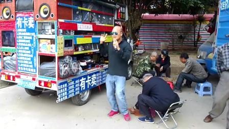 广西光头歌手一曲《缘分惹的祸》唱的真不错,老大爷要和他过几招
