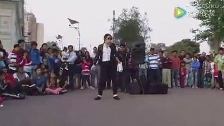 这恐怕是街头模仿MJ最像的一个了