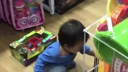 小小义务监督员(一岁两个月龄)