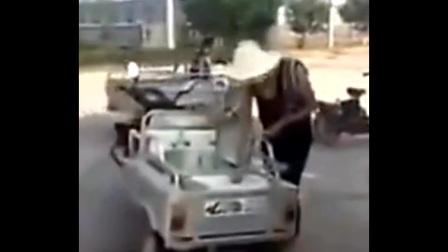 卖包子穷小伙撞上豪车了,可惜这次没有遇到上次豪车被划的好车主