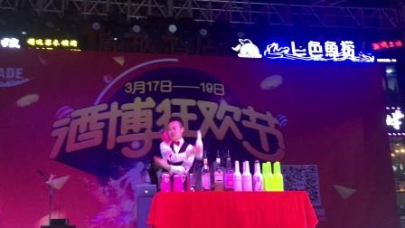 2017.3.17~19泸州酒博会狂欢节,泸州著名花式调酒师吉祥倾情演绎,为您打造最时尚最炫酷的狂欢盛宴!