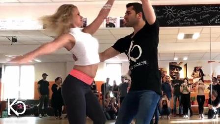 世界上最性感的舞蹈2人跳的忘我,女伴身材抢镜