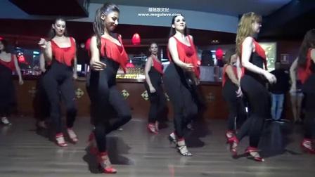 世界上最性感的舞蹈之美女们一起跳舞,展现好身材
